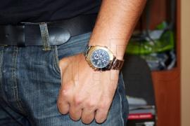 Hidden camera in an sleek wrist watch 4GB