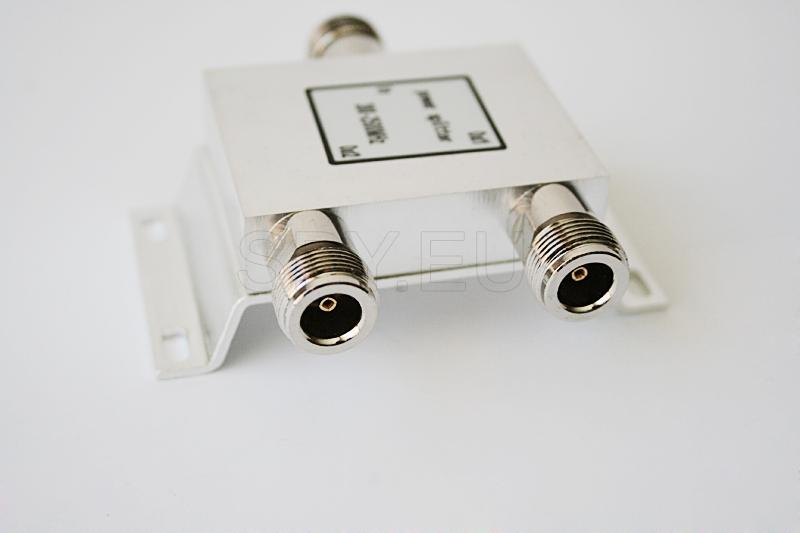 Two-way high-frequency splitter