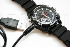 Водоустойчив часовник с Full HD камера
