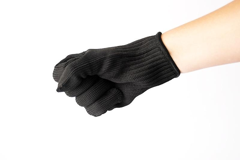 Gloves made of metal threads